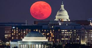 super blood moon with the capitol in the foreground Image Google IMAGES
